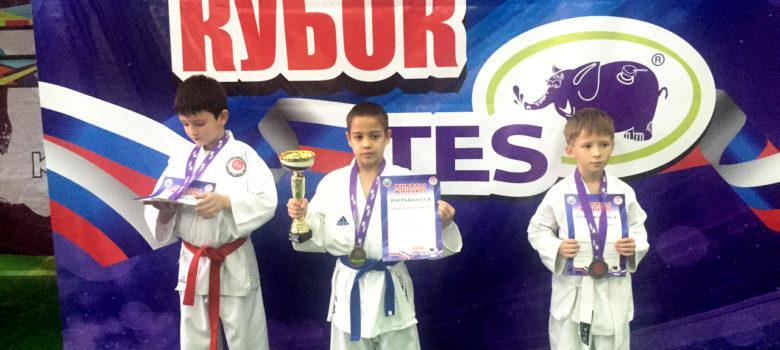 Школьник из Армянска победил на межрегиональных юношеских соревнованиях по каратэ